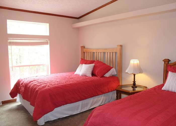 Center Lodging - Snowberry Cottage 09